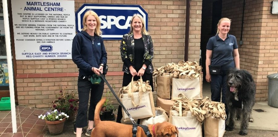 Local accountancy firm gifts branded bags to RSPCA